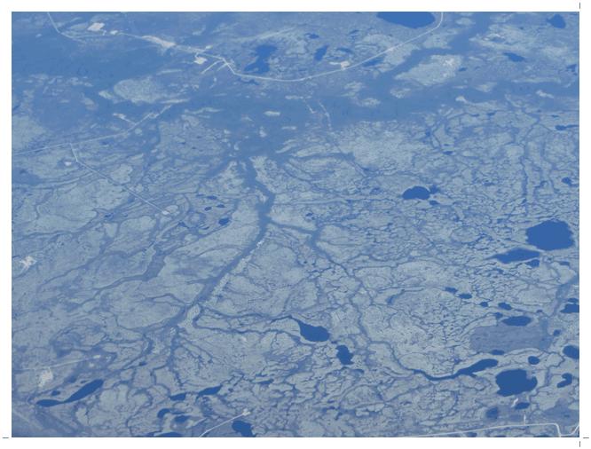 凍土地帯の河川や池沼群