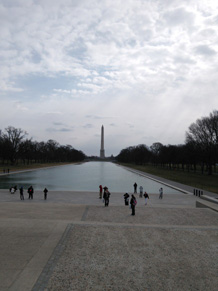 池に映るワシントンモニュメント