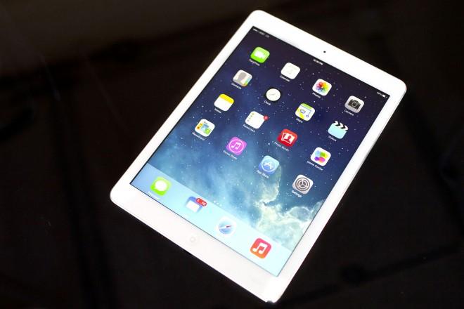 導入しましたタブレット端末iPadAirです。