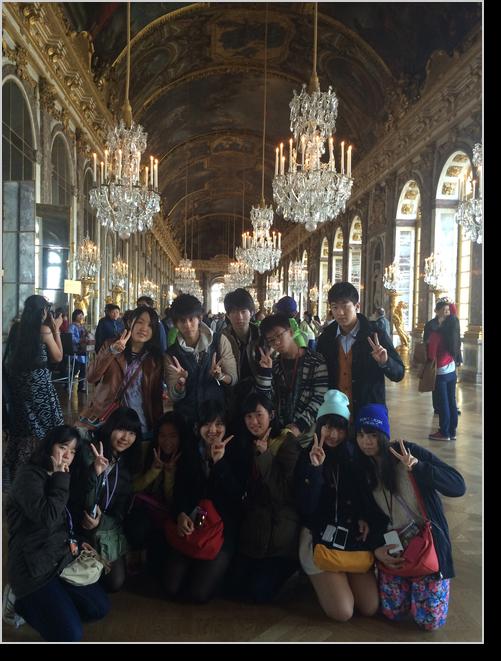 ベェルサイユ宮殿鏡の間にて